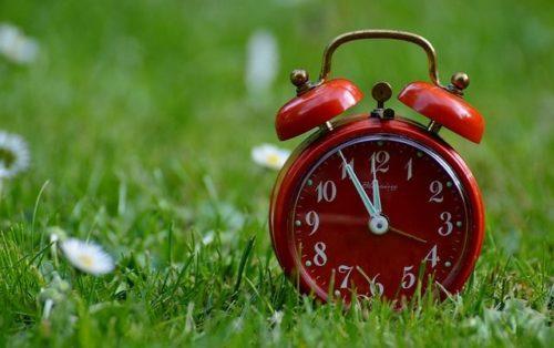 Ви колись задумувались, чому годинникові стрілки рухаються саме зліва направо?