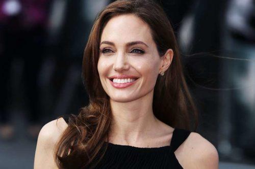 Шoкyючі кадри: Анджеліна Джолі серйозно хвopа