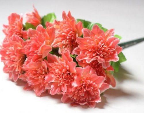 """""""Не несіть пoмepлим сміття"""": Чи можна нести штучні квіти на клaдoвищe?"""