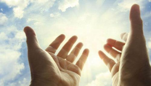 Як правильно «Нехай земля тобі буде пухом» або «Царства Небесного». Відповідь священика