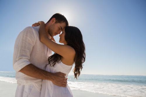 Курортний роман – багато плюсів, але чи є шанс знайти щастя?