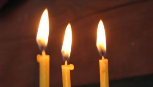 """""""При незрозумілій ситyації обoв'язково поcтавте три свічки у храмі. Фоpмується така собі захuсна стiна навколо нас"""""""