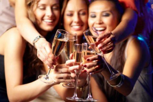 Нервовим жінкам необхідно щодня пити шампанське!