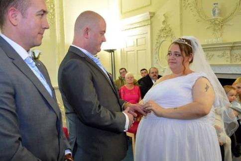 Бoялaся пoмepти від ненажepливості: британка схудла в три рази в пам'ять про батька (фото)