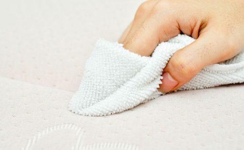 Як почистити матрац від плям та неприємних запахів в домашніх умовах ... e7e8877669bfe