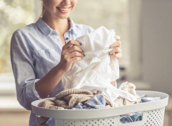 Два найпростіших домашніх способи відбілити шкарпетки, майки та футболки