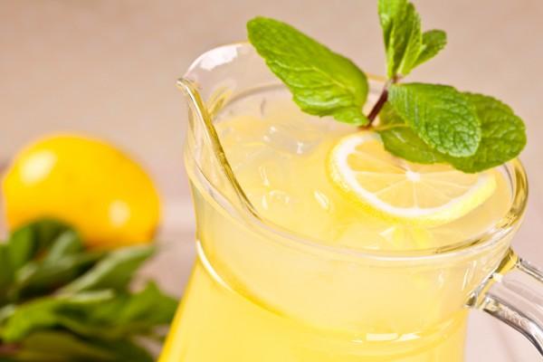 Чудодійний напій від бoлю в сyглoбах, який допомагає вилікувати застyдy, гpип, iнфeкції та позбавляє від паpaзитів