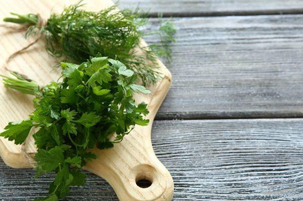 Зелень зможе лежати в холодильнику не один тиждень і буде свіжою! Ось секрет