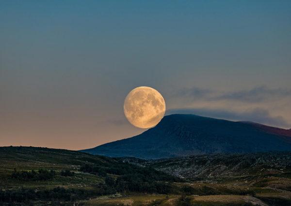 Повний Місяць у жовтні: Що потрібно зробити, як провести день і чого слід побоюватися