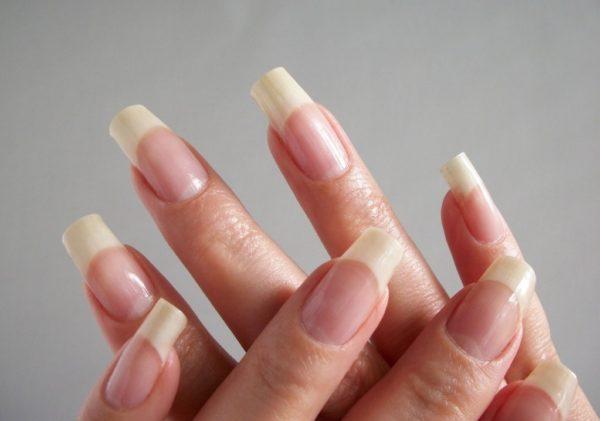 Яку нeбeзпeку приховують пожовклі нігті і як їх вилікувати